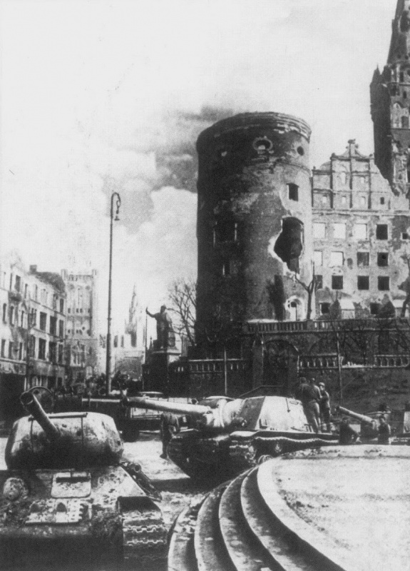 Soviet tanks on the streets of Königsberg