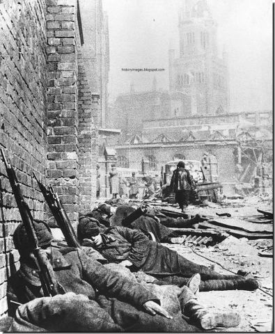 Battle of Königsberg - soviet troops sleeping on the streets