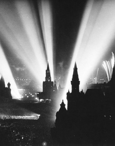 Moscow celebrates the end of the war